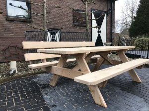houten picknicktafel met leuning