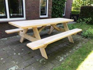 Houten picknicktafel van eikenhout