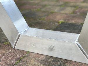 Aluminium x frame met lasnaden